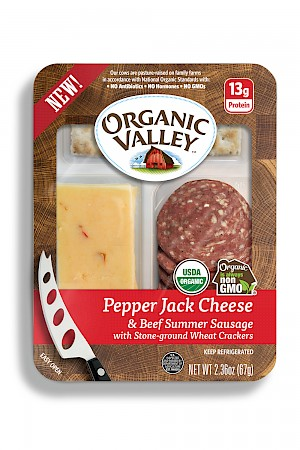 Organic Valley Snack Kit Pepper Jack and Beef Summer Sausage
